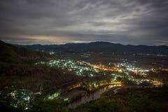 Деревня Thaton загоренная на ноче, взгляде от Стоковое Фото