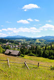 Деревня Vorohta Украина Прикарпатские горы, одичалый ландшафт Украина горы, Vorohta Стоковые Фотографии RF