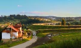 Деревня Vorohta Украина Прикарпатские горы, одичалый ландшафт Украина горы, Vorohta Стоковое Изображение