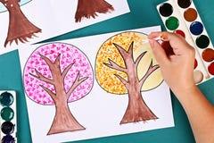 Дерево бумаги Diy 4 сезона лето, осень, зима, весна Сезон дерева 4 Творческие способности детей стоковое фото