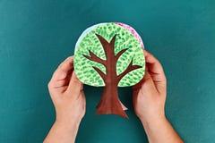 Дерево бумаги Diy 4 сезона лето, осень, зима, весна Сезон дерева 4 Творческие способности детей стоковые изображения rf