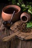 Дерево винта восточного индейца и чай, тайская трава для здоровья на деревянном b Стоковые Фото