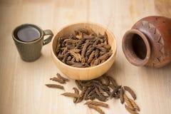 Дерево винта восточного индейца и чай, тайская трава для здоровья на деревянном b Стоковые Изображения