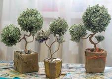 Дерево денег сделанное долларов Стоковое Фото