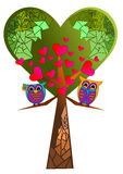 Дерево и сыч сердца Стоковые Фотографии RF