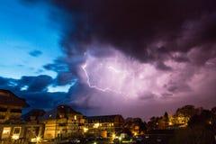 Дерево молнии над городом Стоковое Изображение RF