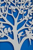 Дерево на голубой стене стоковое фото rf