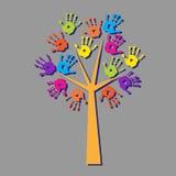 Дерево с печатями рук с тенью иллюстрация штока