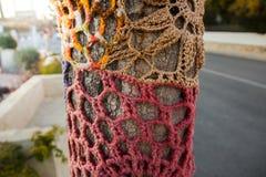 Дерево с пряжей шторма покрашенные тканью handwoven шерсти текстуры стена улицы надписи на стенах искусства цветастая покрытая Стоковое Изображение RF
