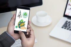 Дерево экологичности глобуса земли дня мировой окружающей среды и зеленые лист w Стоковые Изображения