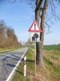 Деревья внимания! Тележки должны быть осторожным стоковое изображение