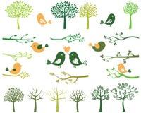 Деревья, птицы и силуэты ветвей Иллюстрация вектора