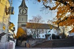 Деревья церков и осени St Peter, город Цюриха, Швейцарии Стоковые Фото