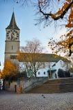 Деревья церков и осени St Peter, город Цюриха Стоковое Фото