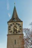 Деревья церков и осени St Peter, Цюрих, Швейцария Стоковое фото RF