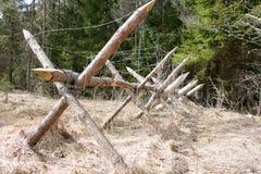 Деревянная баррикада с колючей проволокой Стоковая Фотография RF