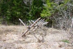 Деревянная баррикада с колючей проволокой Стоковое Фото
