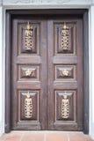 Деревянная большая дверь Стоковые Изображения RF