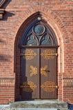 Деревянная дверь к готической церков Стоковое Фото