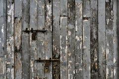 Деревянная дверь планки стоковая фотография