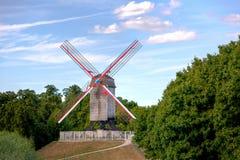 Деревянная ветрянка в Брюгге/Brugge, Бельгии Стоковое Фото
