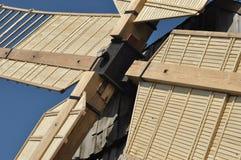 Деревянная ветрянка памятник Античная приведенная в действие мельница Стоковое фото RF