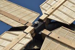 Деревянная ветрянка памятник Античная приведенная в действие мельница Стоковая Фотография RF