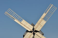 Деревянная ветрянка памятник Античная приведенная в действие мельница Стоковая Фотография