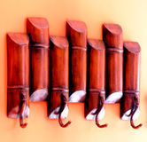 Деревянная вешалка на стене Стоковое фото RF