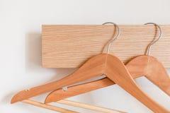Деревянная вешалка Стоковые Фотографии RF