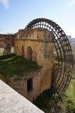 Деревянная водяная мельница на реке Гвадалквивира, Cordoba, Испании стоковое изображение