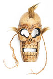 Деревянная высекаенная маска смерти черепа на белизне Стоковые Фото