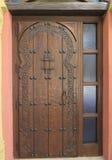 Деревянная высеканная дверь Стоковые Фото