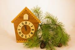 Деревянная выставка часов время на 5 минутах до 12 Стоковое Фото