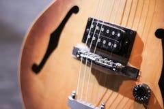 Деревянная гитара Стоковые Фотографии RF