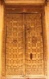 Деревянная дверь в доме бесплатная иллюстрация