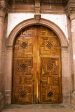 Деревянная дверь церков Стоковые Изображения