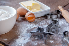 Деревянная деревенская таблица с всем вам для печь печений Стоковое Фото