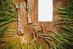 Деревянная естественная предпосылка и бумажная доска для текста Стоковые Фото