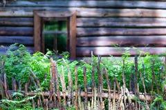 Деревянная загородка около дома Стоковые Фотографии RF