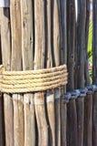 Деревянная загородка с веревочкой Стоковая Фотография