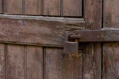 Деревянная зафиксированная дверь Стоковое фото RF