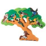 Деревянная игрушка дерева с птицами Стоковые Фотографии RF