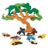 Деревянная игрушка дерева с птицами Стоковая Фотография RF
