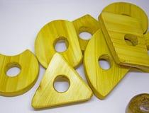Деревянная игрушка пирамиды Стоковые Изображения RF