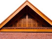 Деревянная изолированная крыша щипца Стоковое Изображение