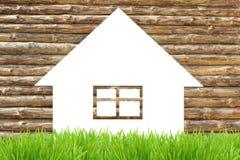 Деревянная икона дома eco и зеленая трава Стоковое Изображение