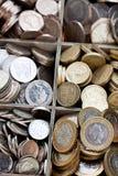 деревянная касса вполне монеток фунта стерлинга Стоковое Изображение