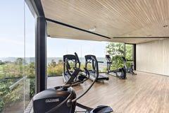 Деревянная комната спортзала около моря стоковое изображение