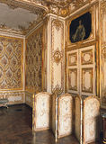 Деревянная комната с мебелью на дворце Версаль, Франции Стоковые Фотографии RF